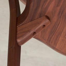 Ajeltuo/アヤルト ダイニングチェア[ウォルナット無垢材:日本製] 底面も丁寧に仕上げています。