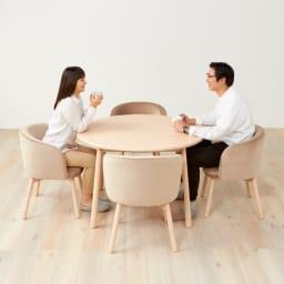 Ridge/リッジ ダイニングテーブル 天然木丸テーブル 直径110cm ゆったりしたボリュームのある椅子に合わせても違和感のない、できるだけコンパクトな大きさの丸型で設計したテーブルです。