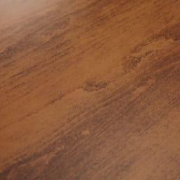 アンティーク風テーパーダイニングテーブル 正方形テーブル幅80cm×80cm[チェコTON社製] 表情豊かなビーチ材の木目を活かした塗装。木目の出方で色の濃淡が異なります。