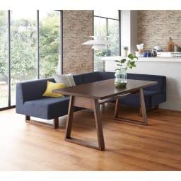 左 ワンアームソファ(BIS/ビス リビングダイニングシリーズ) (イ)ネイビー 右アームセット テーブル154cm ソファを動かせば対面で使用することも可能です。