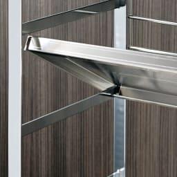 幅90cm(ステンレス頑丈コンロ奥シェルフ) 棚板は10cmピッチの可動式で、置くだけ簡単。