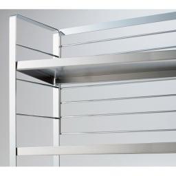 ワイド・ポット6個付き(ステンレス棚スパイスラック 3段) 棚板は5cmピッチの可動式で、簡単に段を変えられます。