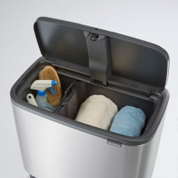 brabantia/ブラバンシア ダストボックス Boタッチビン カラータイプ 掃除用具などの日用品もおしゃれに目隠しできます。