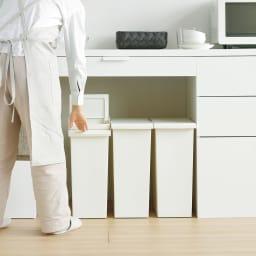 TOSTE/トステ カウンター下ダストボックス 3個組 カウンター下やキッチン収納の棚下などに設置したまま蓋を開閉できてストレスフリー!