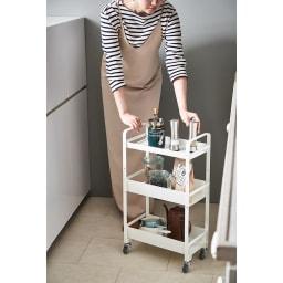 Parvum/パルウム アイアンストレージワゴン幅38cm奥行21cm 省スペースで使えるので、キッチンでの作業中に引き寄せて使用する事ができます。