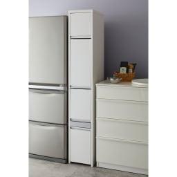 Ymir/ユミル 隠せる家電収納 幅30奥行45cm 冷蔵庫とシンクの間や、壁と冷蔵庫の間など狭いスペースにぴったりと収めてたっぷり収納できます。