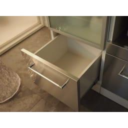 SmartII スマート2 ステンレスシリーズキッチン収納 キャビネット右開き 幅40cm 引き出しは全段奥まで引き出せるストッパー付きフルスライドレール式。奥まで引き出せるので収納物の取り出しが楽です。 引き出し内部も化粧を施しており、水・汚れを配慮しているので美しさが長持ちします。