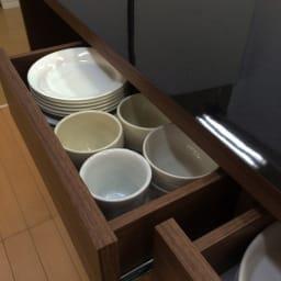 Granite/グラニト アイランド間仕切りキッチンカウンター幅140cm 家電収納付き 最上段の引き出しには小皿やカトラリーなどの細々したキッチン雑貨を収納するのにぴったり。