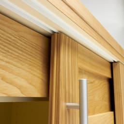 NexII ネックス2 天然木キッチン収納 カウンター 幅120cm 引き戸の上部にもレールを取り付け、滑らかな開閉をサポート。