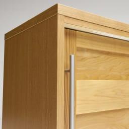 NexII ネックス2 天然木キッチン収納 カウンター 幅120cm ほっそりとした取っ手は縦に長く、デザイン的に美しいだけでなく、つかみやすい利便性の面も優秀。
