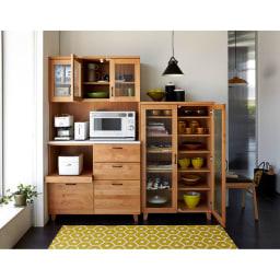 Pippi/ピッピ アルダー材コンパクトキッチン キャビネット 幅80.5cm 食器だけでなく、キッチン周りのクロス類や料理本まで様々なものをまとめて収納できます。