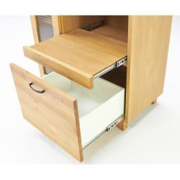Pippi/ピッピ アルダー材コンパクトキッチン レンジラック 幅80.5cm 下段引き出しもフルスライドレールを使用。内部にはホワイト系の化粧を施しお手入れしやすく配慮。