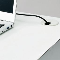 Torta/トルタ ナチュラルモダンデスク デスク 幅80cm 天板にもコード穴があるので壁付けしたままの配線が可能です。