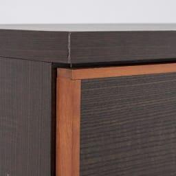 Forma/フォルマ ウッドフレームスクエアキャビネット6枚扉 無垢材を使用したフレームが高級感を引き立てます。