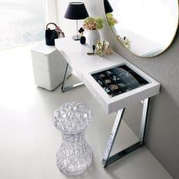 Sippone/シッポーニ スリムチェストワゴン 光沢のあるホワイトデスクとも相性の良い、清潔感のあるシンプルなデザインです。