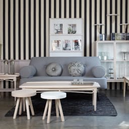 PHILOS/フィロス エレガントシリーズ リビングキャビネット 長年のキャリアを生かし、家具のデザインにもファッションの要素を取り入れています。