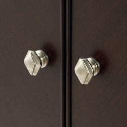 Emilia/エミリア キュリオケース・コレクションケース 幅60cm高さ170cm エレガントなデザインが施された真鍮の取っ手。