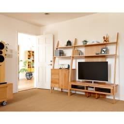 天然木シェルフキャビネット 片開きタイプ[素材:オーク/アルダー]幅75cm アルダー ※写真はテレビ台幅135との組み合わせ例。