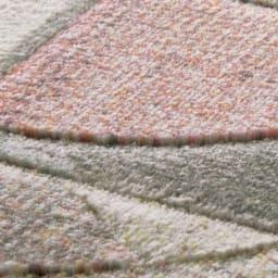 Argentum/アルゲンタム ウィルトン織ラグ (ア) ピンク系 糸抜き加工によりモダンな幾何学の柄が立体的に見え高級感もたっぷり。