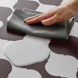 Roban/ロバン 塩ビキッチンマット 塩ビ素材の透明マットなので液体がこぼれてもサッと一拭き。お手入れも簡単です。