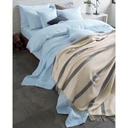 French Linen/フレンチリネン ヘリンボーン織カバーリング マルチカバー [コーディネート例](イ)ライトブルー ※お届けはマルチカバーです。