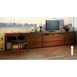 Nyhavn(ニューハウン) ウォルナットベッドサイド収納 ミドルAVチェストテレビボード 幅80奥行45高さ70cm 同シリーズのデスク、チェスト等とのホテルスタイルのコーディネート例。