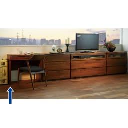 Nyhavn(ニューハウン) ウォルナットベッドサイド収納 デスク引き出し付き 幅80奥行45高さ70cm 同シリーズのAVチェスト、チェスト等とのホテルスタイルのコーディネート例。
