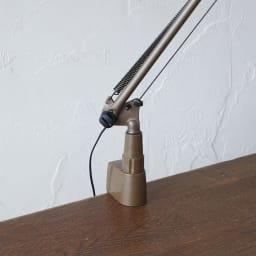 向きと高さを自由に変えられる センサー式LEDデスクライト エグザーム(EXARM)ライト 支点部分アップ