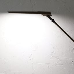 向きと高さを自由に変えられる センサー式LEDデスクライト エグザーム(EXARM)ライト 白色系の明かり