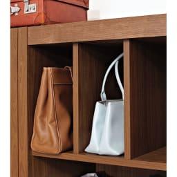 Antisala/アンティサラ  クローゼットユニット収納・ウォルナット 幅80cm 棚&チェスト オープン収納部の上の仕切り板は可動タイプ。バッグのサイズにあわせて取り外せばお気に入りのカバンを立てて収納できます。