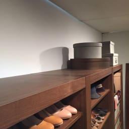 Antisala/アンティサラ  クローゼットユニット収納・ウォルナット 幅80cm 棚&チェスト 天板も化粧あり。吹き抜けの2階から見てもきれいな仕上げです。