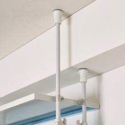 Struty(ストラティ) ラックシリーズ ハンガー2本&棚3段・幅70cm 突っ張り棒は個別に伸縮できるので、天井の梁や段差にも対応します。