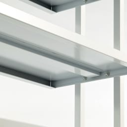 Struty(ストラティ) ラックシリーズ ハンガー2本&棚3段・幅85cm たわみ防止のため、棚板の裏には補強が施されています。