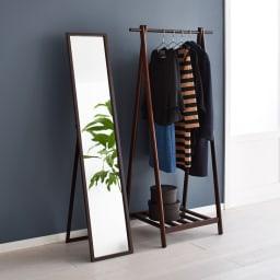 Incery(インサリー) 天然木製ハンガーラック 幅80cm ダークブラウン 写真(左)は同シリーズのミラー幅32cmとのコーディネート例です。