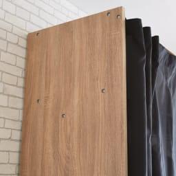 Elric/エルリック カーテン付きクローゼット ハンガー 幅117~200cm 天然木調のデザイン 木目の表情豊かなサイドパネル。目隠ししながらホコリの侵入を防ぎます。
