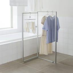 アルミ製 薄型ランドリースタンド 2連 (室内 屏風型物干し) 日本のバスルームの規格を徹底的に研究した使いやすいサイズの物干しです。