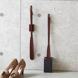 天然木削りだし靴ベラシリーズ ショートタイプ48cm(マグネットタイプ・スタンドタイプ有) きれいな木目を活かす職人技で丁寧に削り出した、オブジェ感覚のスマートな靴べら。