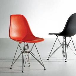 イームズシェルチェアDSR(イームズプラスチック シェルサイドチェア ワイヤーベース)[ハーマン・ミラー正規品] 1950年代、ミッドセンチュリーを代表する定番の名作チェア。本物だからこそ味わえる魅力があります。