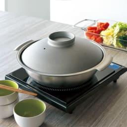 ステンレス3層鋼DONABE 土鍋24cm 清潔感あるシルバーカラー。(写真は27cmです)