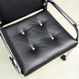 当店限定モデル Captain103/キャプテンチェア 人工皮革メッキフレーム[innovator・イノベーター ] ふっくらとした厚みのある座面が、カジュアルなリラックス空間を演出します。