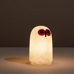 マジス/イッタラ バードライト スーロS LINNUT/リンナット[MAGIS・マジス iittala・イッタラ/デザイン:オイバ・トイッカ] 点灯時。点灯する尾、よりガラス細工を再現した内部の気泡が感じられ幻想的な印象に。