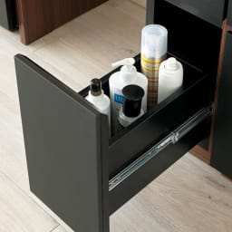 AlusStyle/アルススタイル リビングシリーズ ドレッサー 幅65.5cm 深引き出しには、背の高い化粧品のボトル類も収まります。ストックがあっても安心。