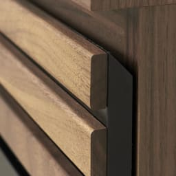 AlusStyle/アルススタイル カウンター下収納庫 3枚扉 幅120cm高さ84.5cm 厚みのあるウォルナット材が重厚感を感じさせてくれます。