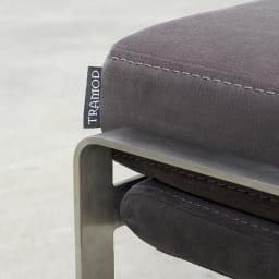 Grazol/グラツォール オットマン 幅67cm ステンレスも丁寧に加工されています。