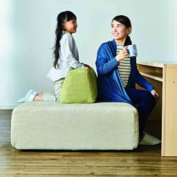 Saari/サアリー カバーリングソファシリーズ ソファ・デスク120cmセット 背もたれのクッションは布の摩擦で動きにくくなっています。