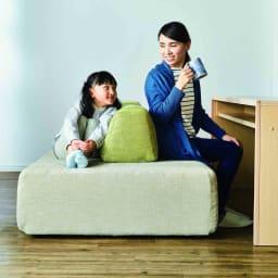 Saari/サアリー カバーリングソファシリーズ クッションで間仕切りすると、使い方の幅が広がります。