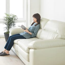 2人掛け Sediangelo/セディアンジェロ スーパーソフトクッション レザーソファ (ラブソファ) 沈み込みながら支えてくれるスーパーソフトタイプのソファです。