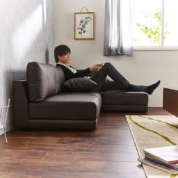 Divanol/ディバノール フロアソファ 3人掛け ロースタイルソファには、ロータイプのテレビボードや、ローテーブルが合わせやすいです。