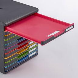 オーストリア製ファイルケース 10段 段ごとに、トレー色が異なります。