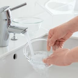 アクリル製ペットフードテーブル ボウルもテーブルも丸洗いができていつも清潔をキープ。